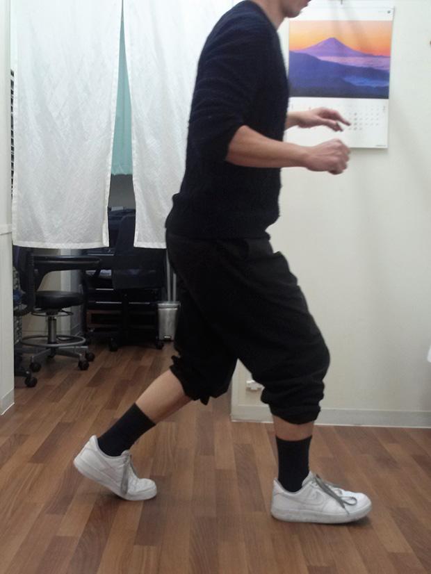 作製した足底板でダンスステップを確認
